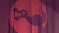 Duck shadow puppet S2E07