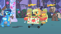 Soarin' approaches Applejack's stand S1E26