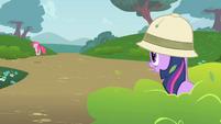 Twilight Observes Pinkie S1E15