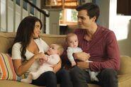 Haley y Dylan con sus hijos