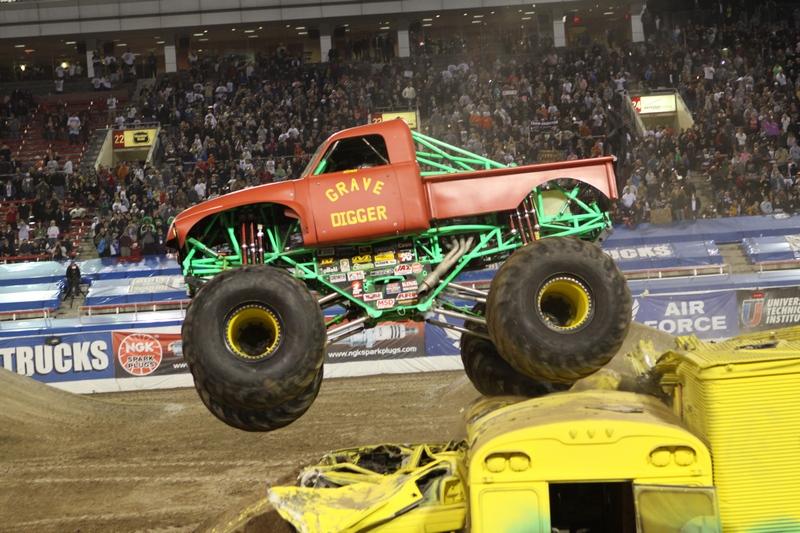 Retro Grave Digger Red Monster Trucks Wiki Fandom