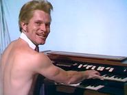 Nude organist 1