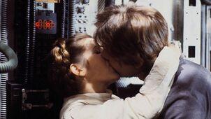 Leia han kiss.jpg