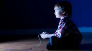 Chico jugar Controlador GameCube.png
