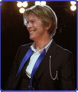 David-Bowie Chicago 2002-08-08 photoby Adam-Bielawski-randed