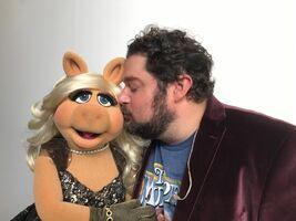 Kiss Bobby Moynihan and Miss Piggy