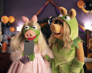 Muppets Haunted Mansion - Kermit and Piggy.jpg