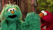 Elmo & Rosita The Right Way to Sneeze!