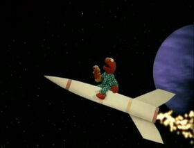 Elmo.PlanetsMoon.jpg