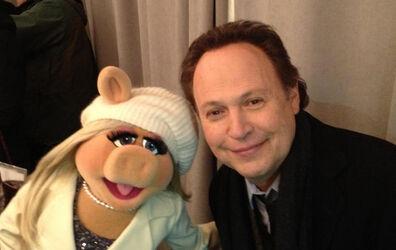RockefellerCenterTreeLighting-(2012-11-28)-Backstage-Piggy&BillyCrystal