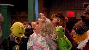 VMX-Backstage-Bunsen-Rowlf-Piggy-Fozzie-Kermit-Lew-Bobo.jpg