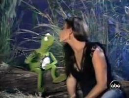 Kiss Christina Cindrich and Kermit