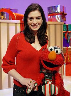 AnneHathaway-Elmo.jpg