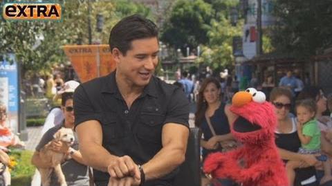 Elmo_Goes_'Gangnam_Style'_at_The_Grove