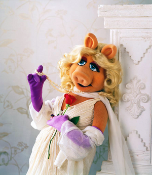 MissPiggy-Rose&Pearls.png