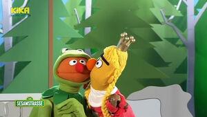 Sesamstrasse-TheFrogprince-Ernie&Bert-Kiss01-(2011).jpg