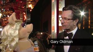 BAFTA-Awards-2012-MissPiggy&GaryOldman.png