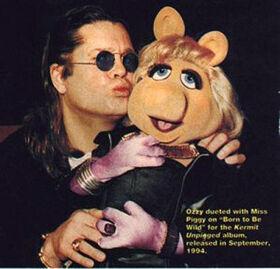 Kiss-Ozzy&MissPiggy-(1994).jpg