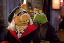 Themuppets2011still kerpiggy.jpg