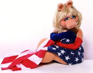 MissPiggy-AmericanFlag.jpg