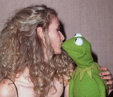 Kiss Laura Dern Kermit