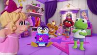 MuppetBabies-(2018)-S02E05-SparklyStarSwitcheroo-PiggysDressingRoom
