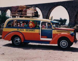 PlazaSesamo1995Bus.jpg