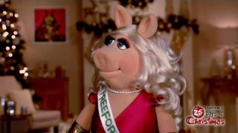 Miss Piggy - Snow Freeform's 25 Days of Christmas