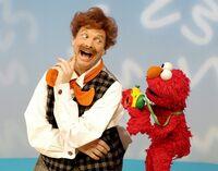 Elmo'sWorld-MrNoodle-Camera