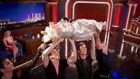 TheMuppets-S01E05-PiggyPosing