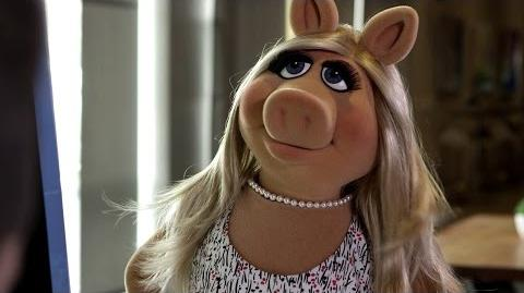Miss Piggy Arrives to YouTube Space L.A