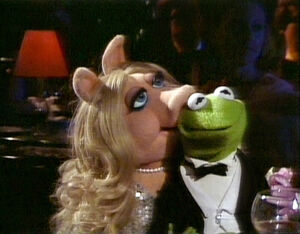 TheMuppetsGoHollywood-K&P-Kiss.jpg