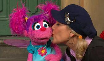 Kiss Leslie Abby