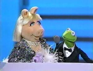EmmyAwards-PiggyAndKermit-(1989).jpg