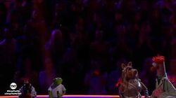 TNT Drop the Mic- Kermit the Frog and Pepé vs. Miss Piggy and Beaker - BATTLE --1