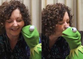 Kiss Linda Barnard Kermit