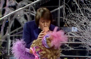 JetztGehtDiePartyRichtigLos-MissPiggy&UdoJürgens-Kiss-(1978)