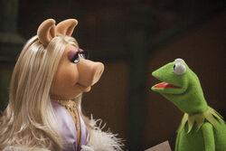 Themuppets2011still kerpiggy2.jpg