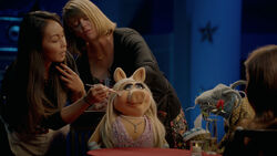 Muppets Now 104 Miss Piggy.jpg