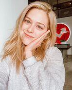 Kelsey Impicciche no makeup