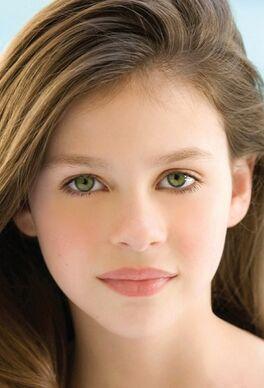 10.Lucy Weasley - 16 Años.jpg