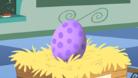 Spike egg close-up s01e23