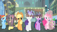 Main cast looking around Manehattan S4E08