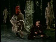 Эдмунд и гном в замке ЛКПс