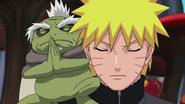 Fukasaku tentando se fundir com Naruto