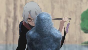Kabuto utiliza células de serpientes e inserta el talismán de control...