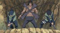 Izumo e Kotetsu cortam Kakuzu.png