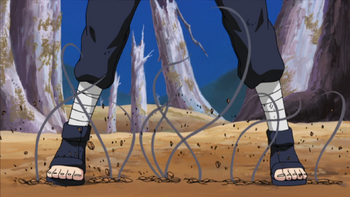 Kakuzu faz com que tentáculos saiam do chão…