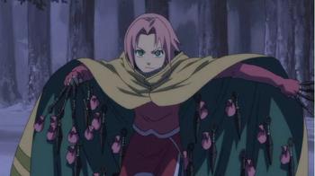 Sakura lanza una gran cantidad de kunai con sellos explosivos...