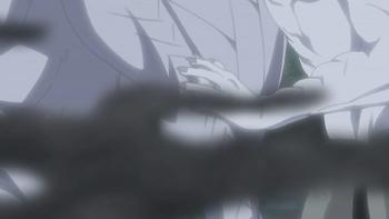 Zetsu Branco absorve o chakra de seu alvo e começa a tomar forma do mesmo…